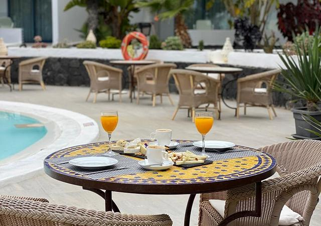 Oasis Lanz Beach Mate | Costa Teguise, Lanzarote | FREE BREAKFAST Promotion