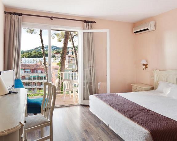 Hotel Roger De Flor By Seleqtta 4 | Lloret de Mar | BEST RATE AVAILABLE