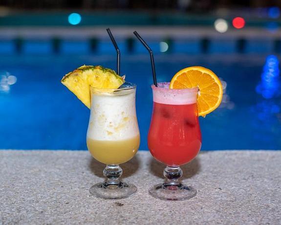 Hotel Roger De Flor By Seleqtta 4 | Lloret de Mar | Flexible 10% OFF