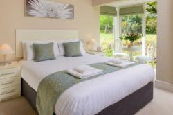 Number 3 Mountain View 4-Bedroom Detached House (Min 3 Nights)