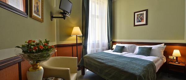 CLASSIC DOUBLE or TWIN ROOM Incl BREAKFAST