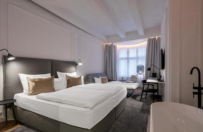 DELUXE ROOM WITH EXTRA BED