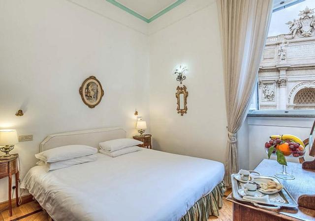 Hotel Fontana | Rome | Discover our Room with view of Trevi Fountain