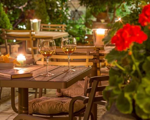 Villa Grazioli Boutique Hotel | Rome | Discover our Lounge Garden